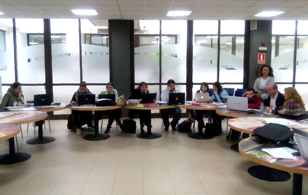 [:es]Una treintena de profesionales se forman en Vigo en el uso de bases de datos en el sector turísticoUnha trintena de profesionais fórmanse en Vigo no uso de bases de datos no sector turísticoSome thirty professionals are trained in Vigo in the use of databases in the tourism sector