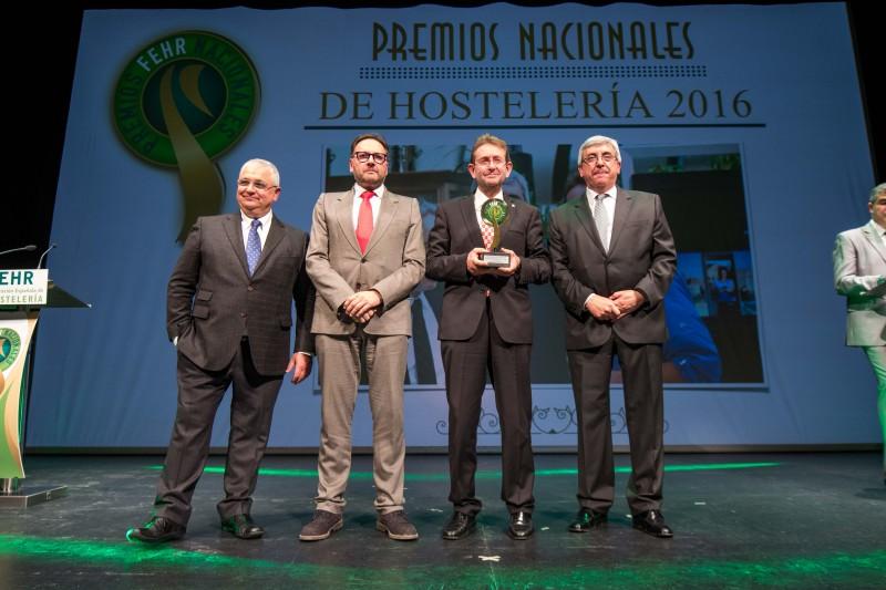 [:es]El presidente de la APEHL, galardonado en los Premios Nacionales de HosteleríaO presidente da APEHL, galardoado nos Premios Nacionais de HostalaríaThe president of APEHL, awarded the National Hospitality Awards