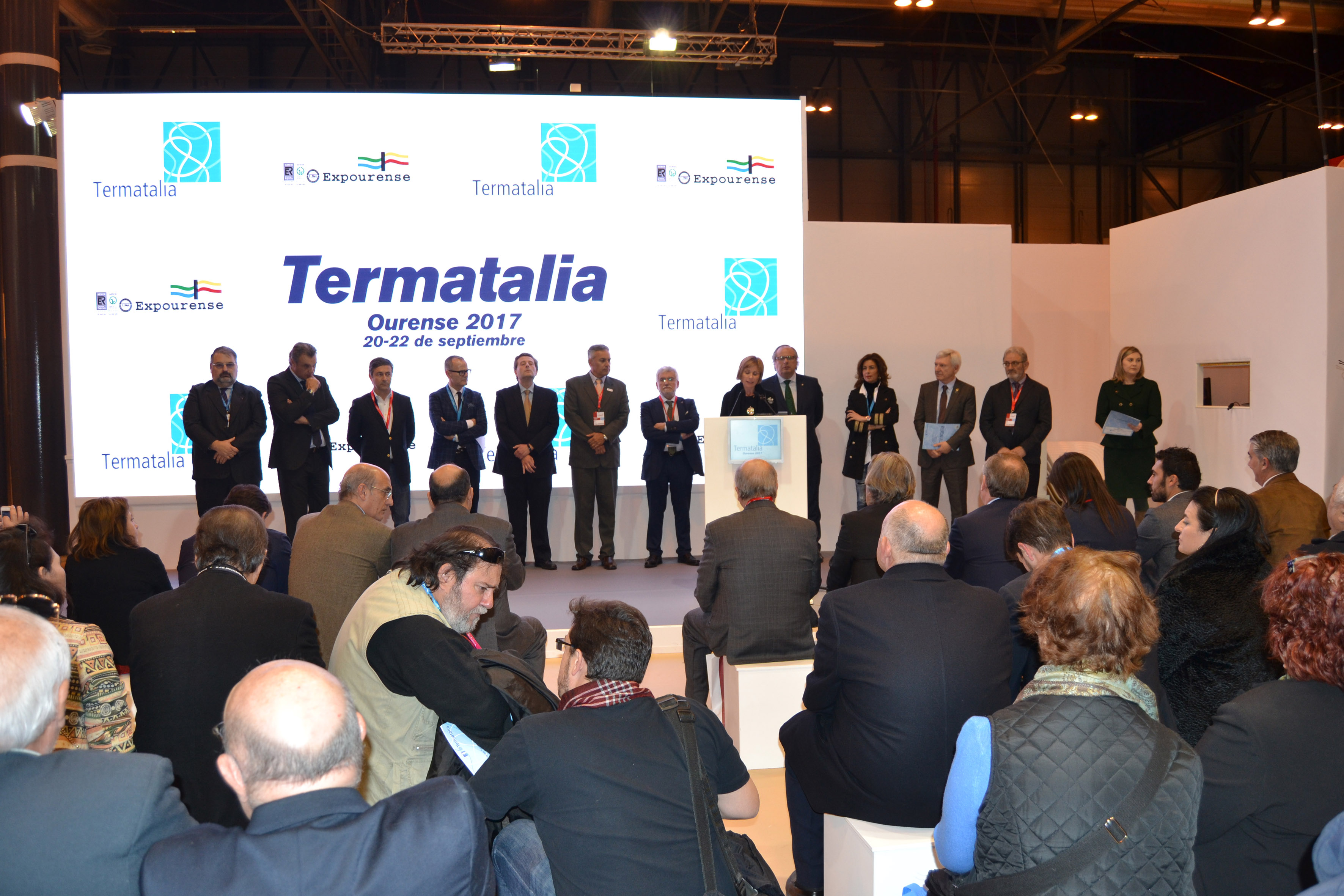 [:es]La presentación de Termatalia en Fitur supone la puesta en marcha de la promoción de la nueva edición que este esta año vuelve a OurenseA presentación de Termatalia en Fitur supón a posta en marcha da promoción da nova edición que este esta ano volve a OurenseThe presentation of Termatalia Fitur supposes the launch of the promotion of the new edition that this year returns to Ourense  The International Fair of Thermal Tourism, Health and Welfare returns to Europe and will be held in Ourense (Galicia-Spain) on 20 and 21 September 2017   The presentation of Termatalia FITUR has meant the start of the international promotion of Termatalia 2017 that in this new edition returns to Ourense become the forum and point of convergence of the agents who work in the development of the world-wide thermalism. The good results of the business actions of the 2016 edition of Mexico have contributed to reinforce the main asset of the fair, which is the relational capital generated and in which are integrated the main sectoral associations of countries in Europe and America Latina who collaborate and actively participate in it.  In the presentation the organizers of the fair were clothed by representatives of the public and private organizations that have contributed to position it as a global brand of thermalism, among which were not lacking the director of Tourism of Galicia, Nava Castro, nor the deputy director Of Turespaña, Rafael Chamorro, who emphasized the work of international diffusion that realizes this fair.  Also intervened in this the president of Spas of Spain and ICTE, Miguel Mirones; The Deputy Minister of Tourism of Venezuela, Ali Padrón; The president of Tourism Porto and North, Melchior Moreira; The president of the Spanish Confederation of Travel Agencies (CEAV), Rafael Gallego; The president of the Cluster of Tourism of Galicia, Francisco González; The mayor of Ourense, Jesús Vázquez and the vice president of the Provincial Council of Ourense, Rosendo Fernánd