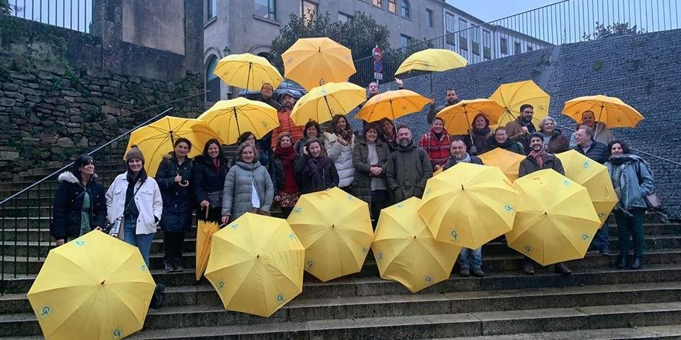 paraguas amarillos guías de galicia