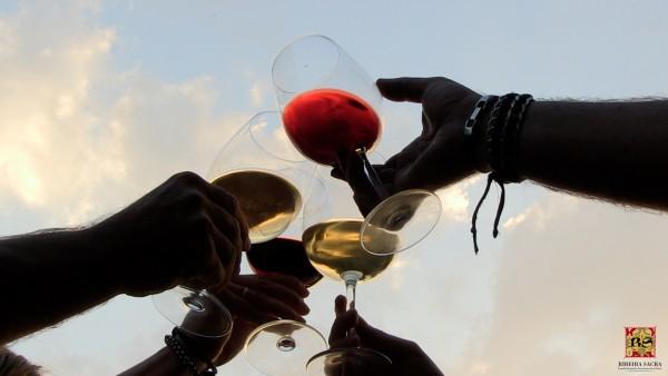 [:es]Brindis virtual y formación on line en la rutas de los vinos gallegosBrinde virtual e formación en liña nas rutas dos viños galegosVirtual toast and online training on the Galician wine routes